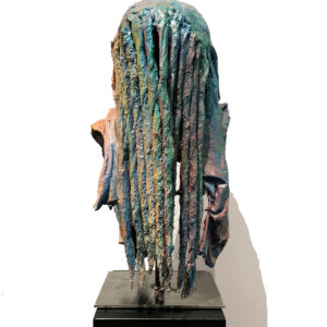 Titre : RASTA - 2020 Mixed media, resin, concrete and acrylic Taille : 57x30x27 cm